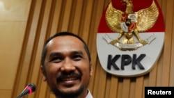 Ketua KPK Abraham Samad (foto: dok). Dalam keterangan persnya di gedung KPK (26/9), ia menjelaskan Gubernur Riau Annas Mamun ditetapkan sebagai tersangka terkait dugaan suap alih fungsi lahan kelapa sawit.