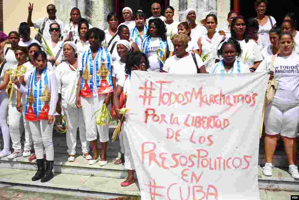 Damas de Blanco protest in Havana, Cuba, March 20, 2016. (V. Macchi / VOA)