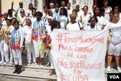 Damas de Blanco protest in Havana, Cuba, March 20, 2016. (V. Macchi / VOA)