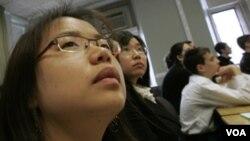 La Universidad de California (Los Ángeles) posee una de las mayores matrículaciones de estudiantes de Asia.