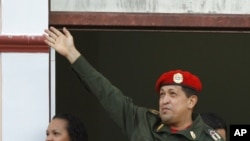 Venezuela's President Hugo Chavez greets supporters from a balcony of Miraflores presidential palace next to his daughter Rosa Virginia in Caracas, Venezuela, July 4, 2011.