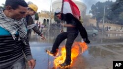 1일 이집트 카이로에 모인 반정부 시위대