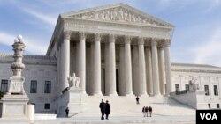 La Corte Suprema aceptó revisar el diferendo entre Arizona y una corte de apelaciones sobre la ley de votantes.