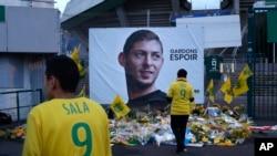 Des supporters de Nantes rendent hommage à Emiliano Sala décédé, France, le 30 janvier 2019.
