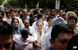 India's opposition Congress party president Sonia Gandhi, front centre, accompanied by her son and party vice-president Rahul Gandhi, behind, lead a march against the ruling Bharatiya Janata Party (BJP) government in New Delhi, India on May 6, 2016.