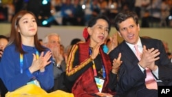 Aung San Suu Kyi (C), Olympic figure skating gold medalist Kim Yu-na (L), and Timothy Perry Shriver, chairman and CEO of the Special Olympics, at the opening of the Special Olympics World Winter Games in Pyeongchang, January 29, 2013.