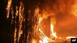 Hình ảnh chụp từ video của hãng tin Shaam News Network (SNN) cho thấy lửa cháy dữ dội tại một địa điểm được UNESCO công nhận là di sản thế giới tại Aleppo, Syria, ngày 29/9/2012