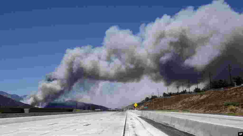 Une vue sur l'incendie Blue Cutprès de San Bernardino, le 17 août 2016.