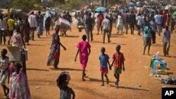 남수단 내전 사태로 발생한 난민들이 유엔이 마련한 보호지역에서 거처하고 있다.