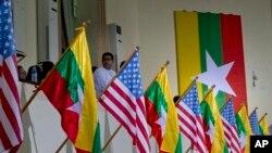 美國與緬甸國旗。資料照