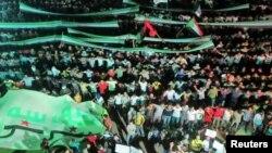示威着7月10日在大马士革一个街区举行反对阿萨德的抗议