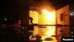 지난 9월 무장세력의 공격으로 화재가 발생한 리비아 벵가지 주재 미국 영사관.