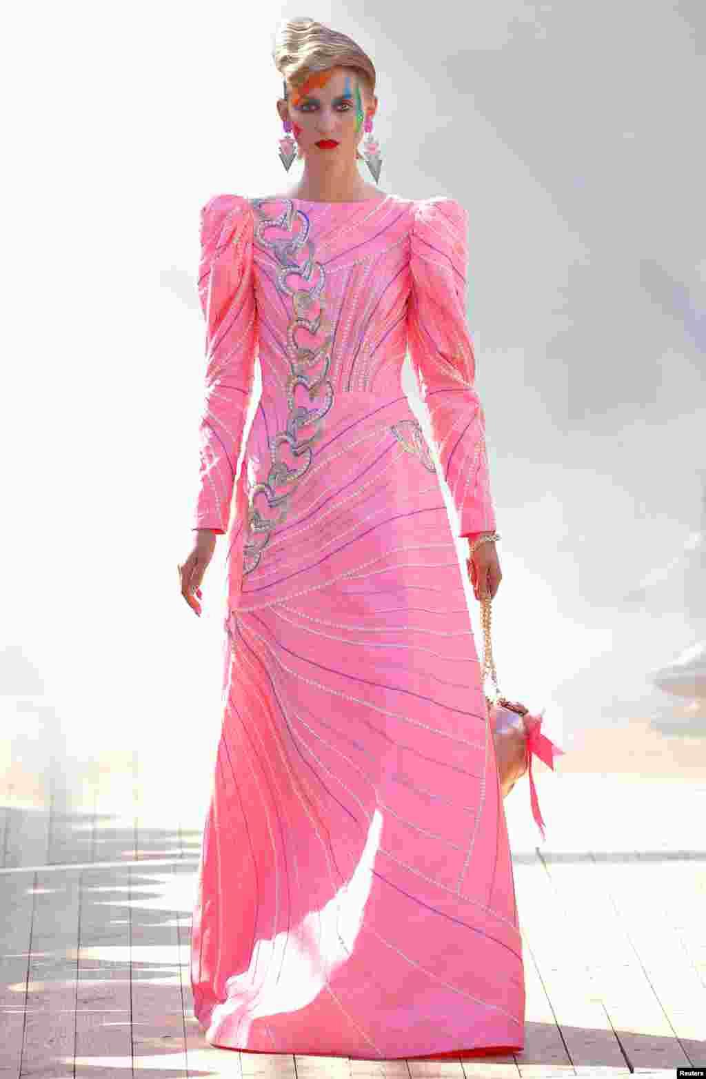 نمایش مجموعه لباسهای بهاره- تابستانه ۲۰۱۹ «مانیش آرورا» در هفته مد پاریس