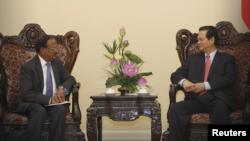 Thủ tướng Nguyễn Tấn Dũng và Cố vấn An ninh Quốc gia Ajit Kumar Doval gặp gỡ tại Văn phòng Chính phủ ở Hà Nội, 3/4/2015.
