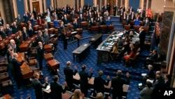 Les débats au procès en destitution de Donald Trump se sont ouverts mardi devant le Sénat américain par une âpre bataille sur les règles de ce rendez-vous historique.