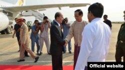 Tổng Thống Miến Ðiện Thien Sein đáp máy bay lên đường sang Châu Âu, ngày 25/2/2013.