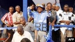 Tổng thống Zambia Rupiah Banda (giữa) tại cuộc vận động bầu cử cuối cùng ở Lusaka, ngày 17/9/2011