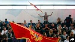 Crnogornska zastava na skupu DPS-a