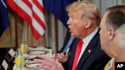 ဘယ္လ္ဂ်ီယံႏိုင္ငံ Brussels မွာက်င္းပေနတဲ့ NATO စစ္မဟာမိတ္အစည္းအေ၀းအတြင္း အေမရိကန္ သမၼတ Donald Trump ေဆြးေႏြးေျပာဆိုေနစဥ္
