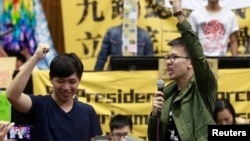 FILE - Student leaders chant slogans inside Taiwan's parliament, after a visit from Legislative Speaker Wang Jin-pyng and lawmakers from both the Nationalist Party (KMT) and opposition Democratic Progressive Party (DPP) in Taipei, Apr. 6, 2014.