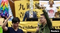 Các sinh viên và người ủng hộ bắt đầu thu dọn chuẩn bị rời khỏi bục phát biểu và phòng họp của Viện Lập Pháp ở trung tâm thành phố Đài Bắc.