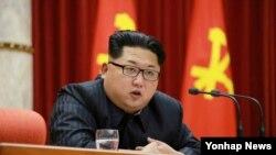 지난달 13일 북한의 김정은 국방위원회 제1위원장이 북한 '수소탄 시험 성공' 핵과학자 등에 대한 '당 및 국가 표창' 수여식에서 발언하고 있다. (자료사진)