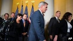 Le républicain Kevin McCarthy renonce à remplacer John Boehner.