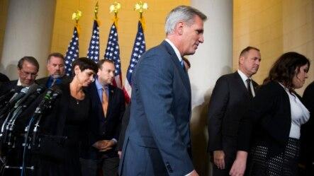 Trưởng khối đa số Hạ viện Kevin McCarthy rời khỏi phòng họp báo hôm 8/10/2015 sau khi từ bỏ cuộc chạy đua để kế nhiệm Chủ tịch Hạ viện John Boehner.