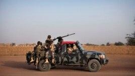 Dakarun Mali a lokacin da suke zagaye a garin Gao. Fabrairu 20, 2013.