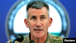 Jenderal John Nicholson, komandan pasukan ASdan misi militer Resolute Support NATO berbicara di Kabul, Afghanistan, Senin (20/11).