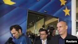 希臘財長瓦魯法基斯5月5日在布魯塞爾離開歐州成員國總部資料照。