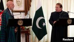 阿富汗总统和巴基斯坦总理在记者会上