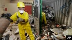 Rác thải điện tử từ một khu ổ chuột ở Nairobi được đưa tới một cơ sở tái chế ở Machakos, gần Nairobi, Kenya. Lượng rác thải điện tử trên toàn cầu theo ước tính sẽ lên đến 50 triệu tấn vào năm 2018.