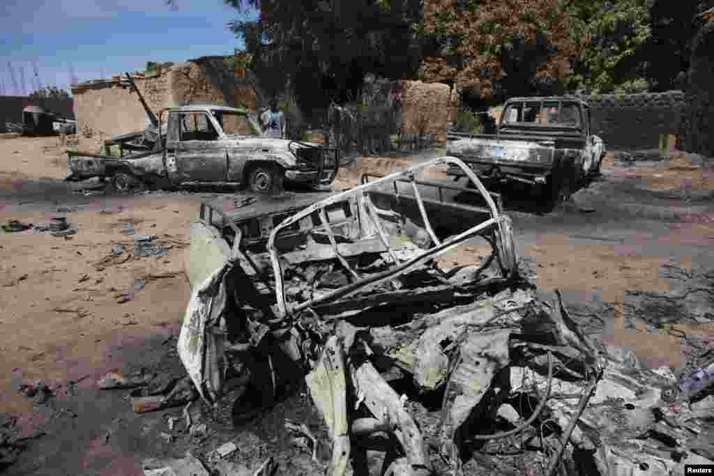 Charred pickup trucks, which according to local villagers, belonged to al-Qaida-linked rebels and destroyed by French airstrikes, are seen in Diabaly, Mali, January 21, 2013.