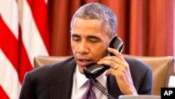Tổng thống Hoa Kỳ Barack Obama nhấn mạnh rằng chiến lược toàn chính phủ do phe dân sự lãnh đạo để chống Ebola ở tuyến đầu là cách hữu hiệu nhất.