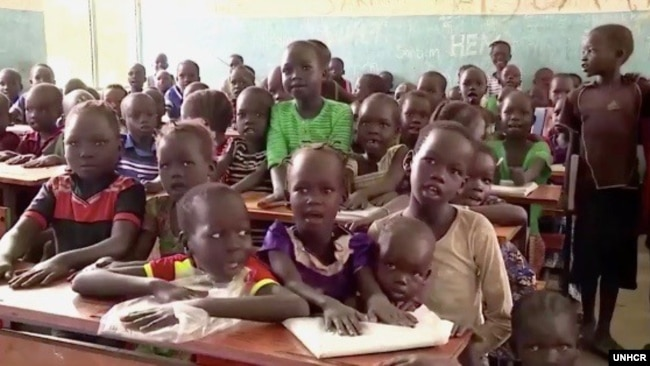 Young refugees from South Sudan listen to teacher Koat Reath in the classroom where he teaches at the Jewi refugee camp in Gambella, Ethiopia. (Photo: UNHCR)