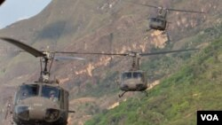 Kelompok Revolutionary Armed Forces of Colombia (FARC) telah melancarkan serangan gerilya terhadap pemerintah Kolombia sejak 1964.