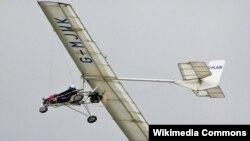 Para penerbang pesawat ultralight, yaitu pesawat berkursi tunggal dengan kokpit kecil dan mesin kecil seperti ini, sering merakit sendiri pesawatnya (foto: dok.).