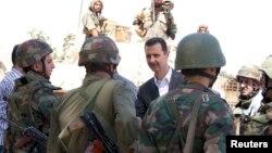 Sirijski vlastodržac Bashar al-Assad u razgovoru sa vojnicima