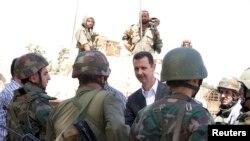 敘利亞總統阿薩德(中)於8月31日探訪軍方