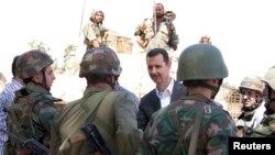 Башар Асад встречается с сирийскими военными
