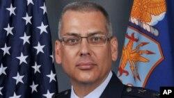 General Jack Weinstein será quien reemplace temporalmente al general Michael Carey destituído por mala conducta.