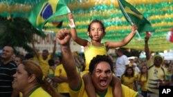 Pendukung Brazil akan menyaksikan babak perempat final melawan Kolombia di stadion Castelão, Fortaleza Jumat (4/7).