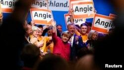 Ангела Меркель (в центре). Берлин, Германия. 21 сентября 2013 г.