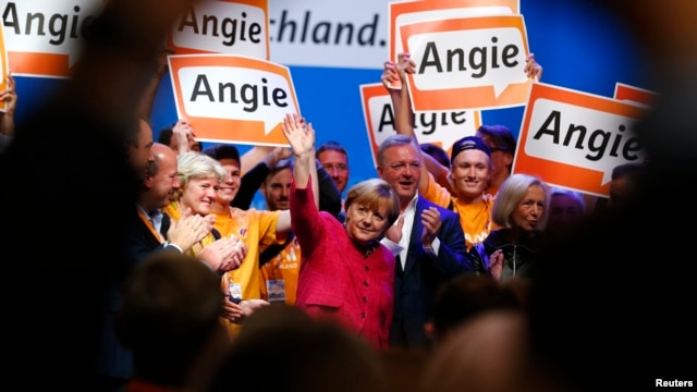 German Chancellor and conservative Christian Democratic Union (CDU) leader Angela Merkel (C) waves after giving a speech during a CDU election campaign rally in Berlin, Sept. 21, 2013.