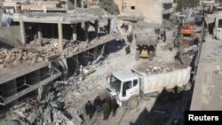 Hiện trường một vụ đánh bom tự sát ở Tel Tamer, Syria, hôm 11/12.