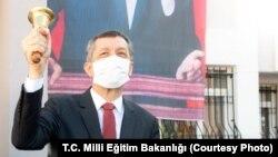 Görevden ayrılan Milli Eğitim Bakanı Ziya Selçuk