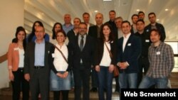 Almanya Kürt Toplumu Genel Başkanı Ali Ertan Toprak (ortada)