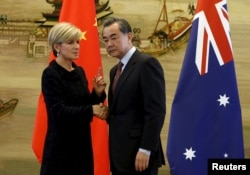 FILE - Australian Foreign Minister Julie Bishop (L) talks with Chinese Foreign Minister Wang Yi after their joint news conference at the Ministry of Foreign Affairs in Beijing, China, Feb. 17, 2016.