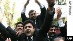 Pakistan'da Avukatlar Yine Sokaklarda